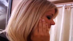 Une belle blonde laminer comme pas possible par un grand gaillard