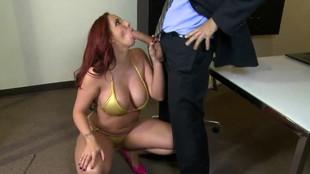 Il se dispute avec sa femme et se tape la secrétaire au bureau