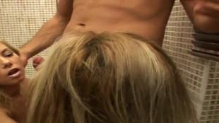 Un magnifique triolisme sexuel en compagnie de la charmante Donna Bell