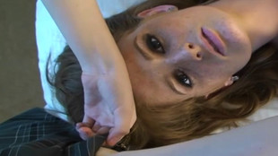 Sophie Dee admire son homme se farcir une rousse