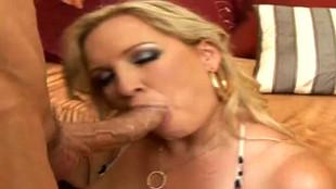 Porno de superbe blonde aux gros seins Rachel Love