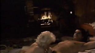 Voyeur baise une salope cochonne dans un film de cul