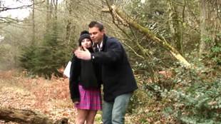 Deux pervers mariés se retrouvent dans le sous bois pour une partie de baise